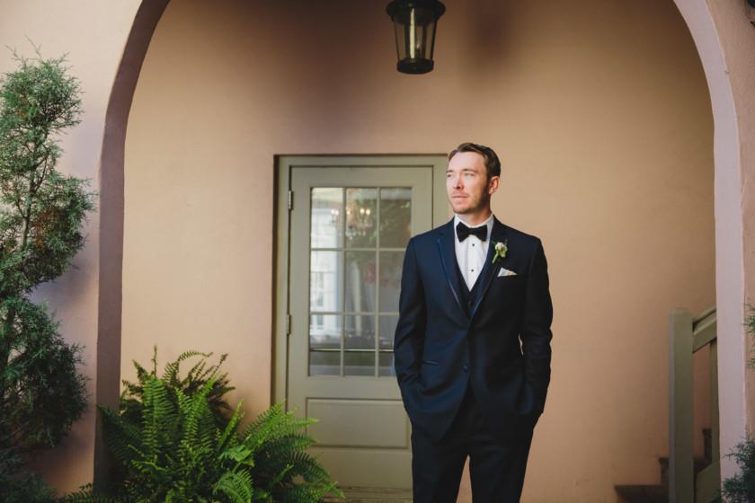 groom portrait in front of villa blanca